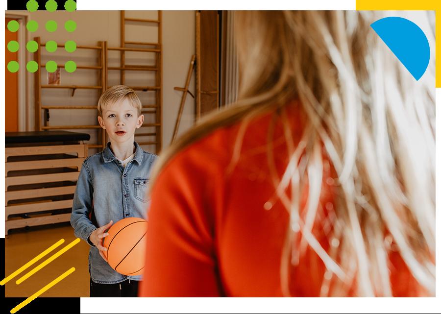 jongetje met basketbal